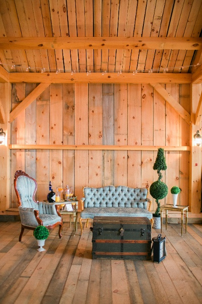 Chic barn wedding idea