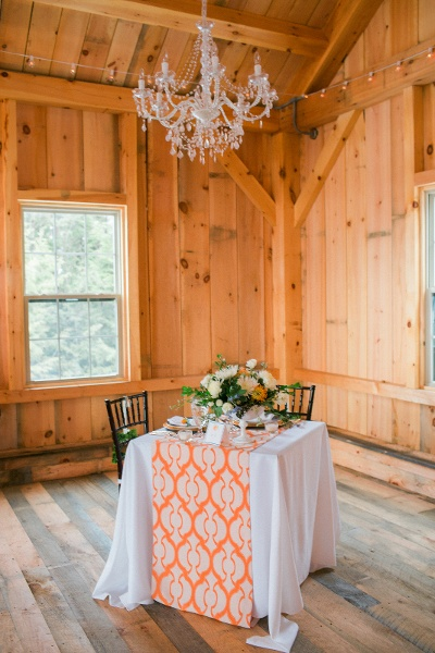 Barn Sweat heart table